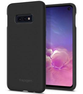 """Juodas silikoninis dėklas Samsung Galaxy S10E telefonui """"Spigen Silicone Fit"""""""